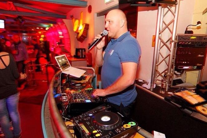 DJ & Moderation